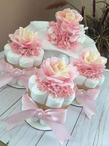 60. Fraldas também pode ser usadas na decoração para chá de fraldas – Foto: Pinterest