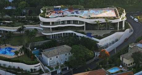Imagem aérea da mansão de Edemar Cid Ferreira capturada em 2004