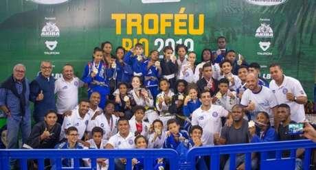 Geração UPP venceu a sexta etapa do Circuito Rio Mineirinho de Jiu-Jitsu no último sábado (3) (Foto: Flash Sport)