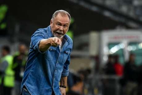 Mano Menezes, agora ex-técnico do Cruzeiro