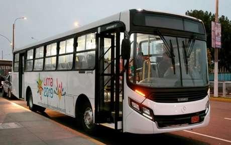 Falta de pagamento causou greve dos motoristas de ônibus, em Lima. (Foto: Mercedes-Benz/Divulgação)