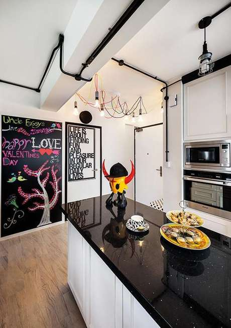 8. Algumas decorações utilizam a instalação elétrica como elemento decorativo. Foto: Casinha Colorida