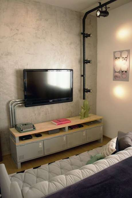 20. Os eletrodutos da instalação elétrica são ótimos para decorações industriais. Foto: Macho Moda
