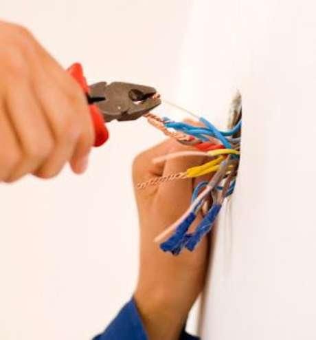 34. A instalação elétrica oferece riscos para pessoas não qualificadas. Foto: Instalações Gama