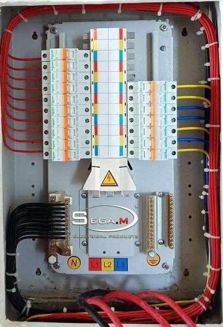40. Os materiais utilizados em uma instalação elétrica também devem seguir as normas. Foto: Pinterest