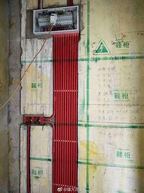 36. A instalação elétrica deve prezar também pela estrutura da casa. Foto: Imgur