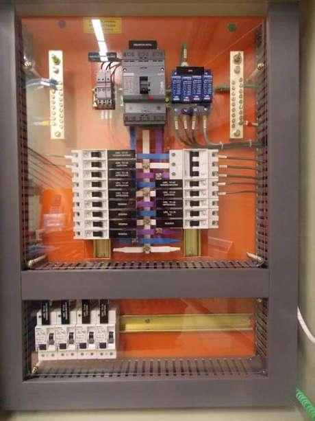 16. Quadros de distribuição são os carros-chefes da instalação elétrica. Foto: Ensinando Elétrica