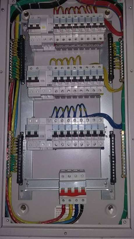 42. Trabalhar com diagramas é mais do que necessário para a instalação elétrica. Foto: Electrical Technology