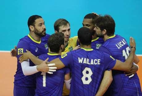 Brasil bate Egito em três sets e vai decidir vaga na Olimpíada contra a Bulgária.