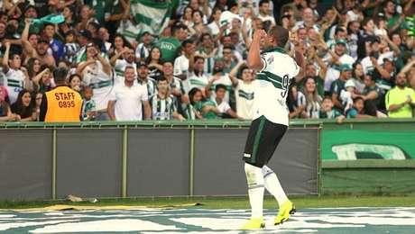 Artilheiro da Série B, Rodrigão fez um dos gols do triunfo do Coritiba