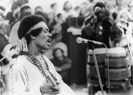 Show de Jimi Hendrix durante o Festival de Woodstock.