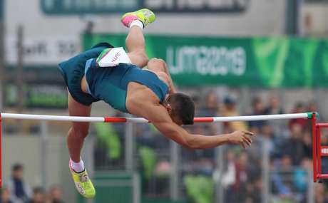 Atleta brasileiro Augusto Dutra conquista medalha de prata no salto com vara no Pan- Americano de Lima, no Peru