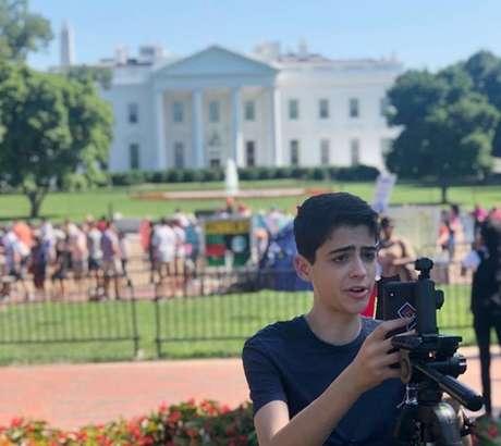 O ator durante gravação diante da Casa Branca, em Washington: ativismo online na intenção de atrair adolescentes e jovens para a política