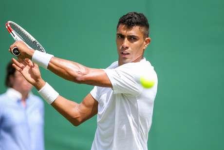 O tenista Thiago Monteiro em quadra
