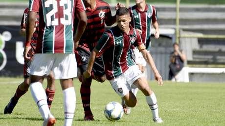 Calegari, que atua como volante e lateral-direito, vem agradando Fernando Diniz (Foto: Mailson Santana/Fluminense)