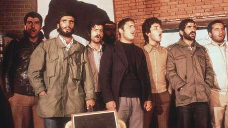 Estudantes invadiram embaixada dos EUA em Teerã e fizeram funcionários reféns por 444 dias