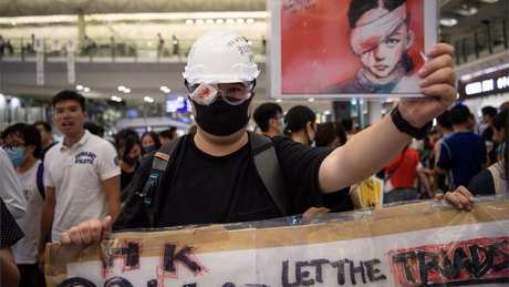 Os manifestantes acusam a polícia de usar de excesso de força