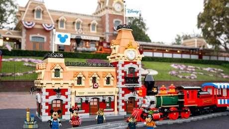 Estação de brinquedo conta com quase três mil peças e possui recursos tecnológicos.