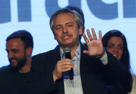 Candidato de oposição na Argentina Alberto Fernández discursa em Buenos Aires