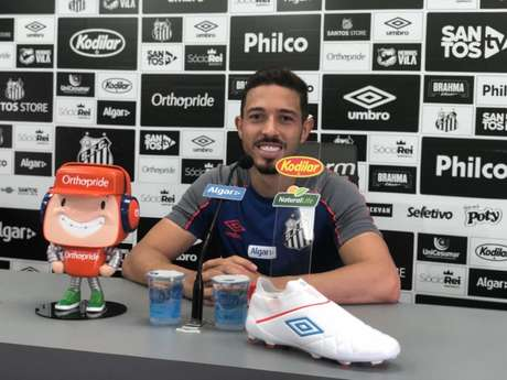 Jean Mota agradeceu a Sampaoli pela ajuda em retomar sua confiança no Santos (Foto: Gabriela Brino)