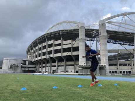 Alex Santana fez atividade em separado visando o retorno aos gramados (Foto: Divulgação/Botafogo)