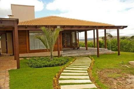 10. Use a casa com telha colonial para um jardim lindo e bem decorado – Por: Revista VD