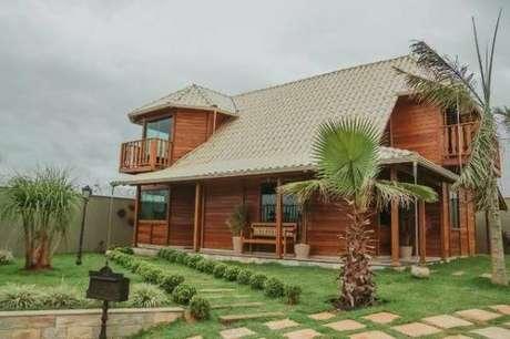 13. A decoração de casa de madeira com telha colonial é uma das mais bonitas – Por: Revista VD