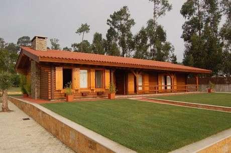 19. A decoração da casa de madeira com telha colonial fica ainda mais charmosa – Por: Revista VD