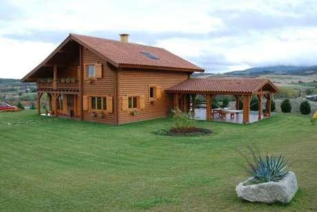 21. Use a telha colonial para economizar no seu projeto de casa de madeira – Por: Revista VD