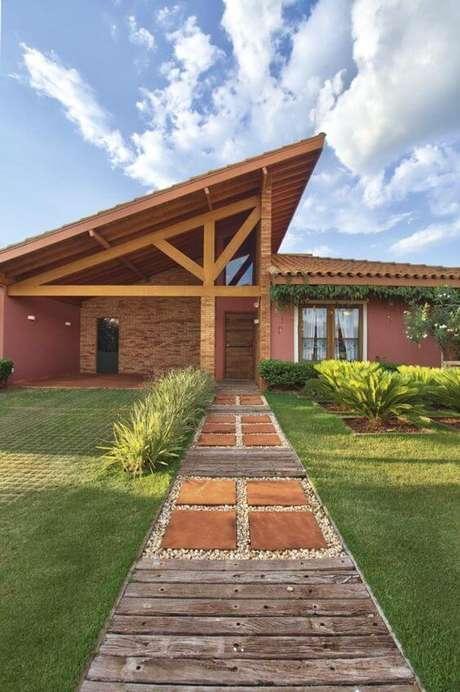 38. Casa rústica com telhados coloniais – Por: Revista VD
