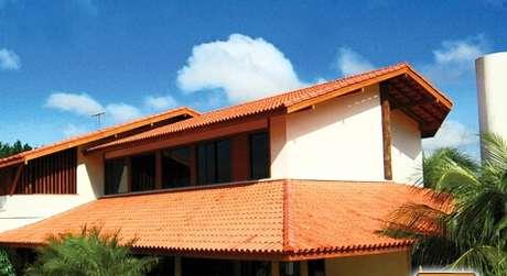 55. O que a telha colonial? Conheça o formato prático de instalar a telha colonial – Por: Pinterest