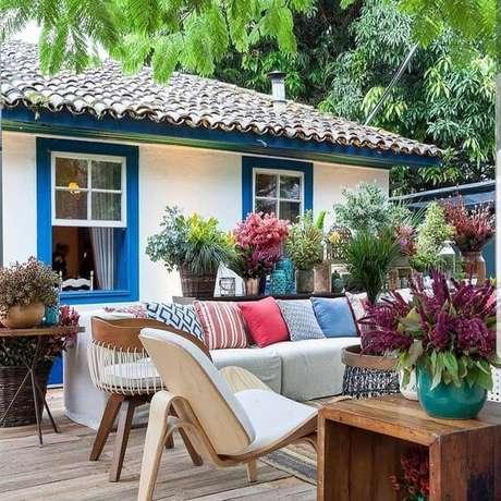 58. A telha colonial combina perfeitamente com o clima do campo, e áreas externas aconchegantes – Por: Pinterest