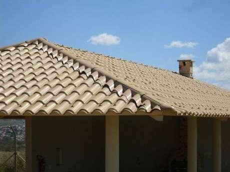 5. A telha colonial pvc é resistente e proporciona proteção acústica para sua casa – Por: Pinterest