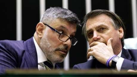 Frota e Bolsonaro conversam na Câmara, no dia 29 de maio: relação do deputado com o governo já estava azedando