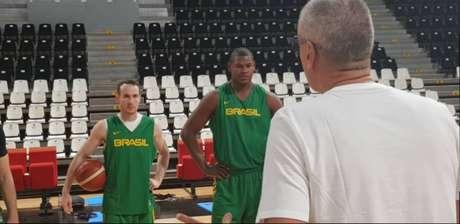Felício está de volta à seleção masculina de basquete
