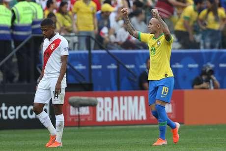 O jogador Everton Cebolinha comemora gol do Brasil durante a partida entre Peru e Brasil