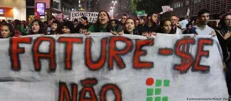 Manifestantes na Av. Paulista criticaram programa Future-se, do MEC