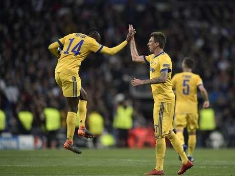 Matuidi e Mandzukic estão na mira do Monaco (Foto: AFP)