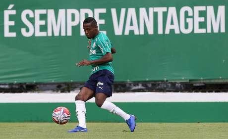 Carlos Eduardo durante treino do Palmeiras, na Academia de Futebol (Foto: Agência Palmeiras/Divulgação)