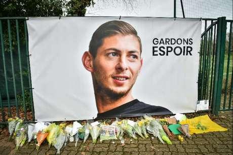 Homenagens para Emiliano Sala (Foto: LOIC VENANCE / AFP)