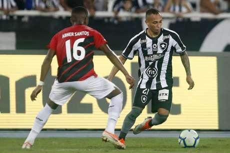 Lucas Campos teve boa atuação na vitória sobre o Athletico (Foto: Vítor Silva/Botafogo)