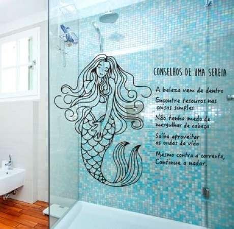13. Adesivo para banheiro com frase de sereia. Fonte: Pinterest