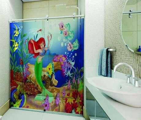 43. Adesivo para banheiro com personagens do filme A Pequena Sereia. Fonte: Pinterest