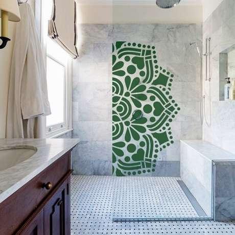 1. Adesivo para box de banheiro com mandala em tom de verde. Fonte: Pinterest