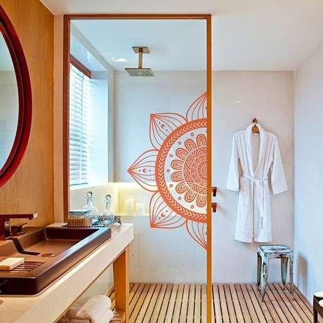 20. Adesivo para box de banheiro com mandala. Fonte: Pinterest