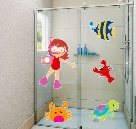 4. Adesivo para box de banheiro com temática infantil. Fonte: Pinterest