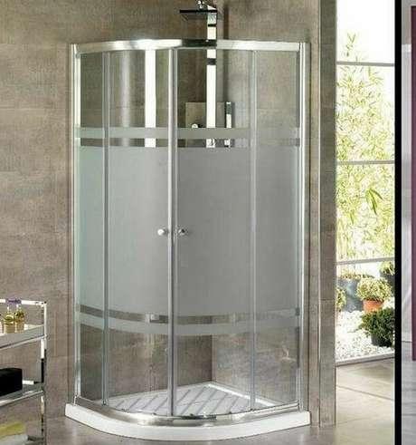 10. Adesivo para box de banheiro jateado com design simples. Fonte: Pinterest