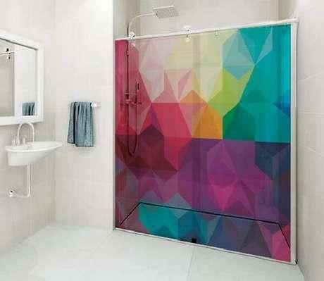 50. Adesivo para box de banheiro traz alegria ao ambiente. Fonte: Pinterest
