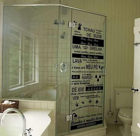 2. Adesivo para box de banheiro versão Castelo Rá Tim Bum. Fonte: Pinterest
