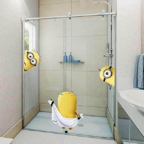 34. Adesivo para box de banheiro feito com personagens do filme Minions. Fonte: Pinterest